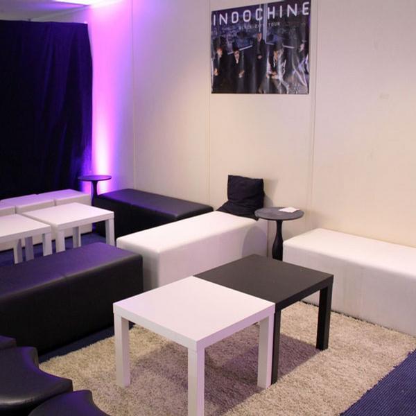 location banquette cuir blanche pour soir e paris. Black Bedroom Furniture Sets. Home Design Ideas